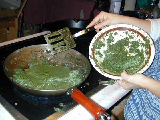 Drain the water from the spinach before putting in filling bowl