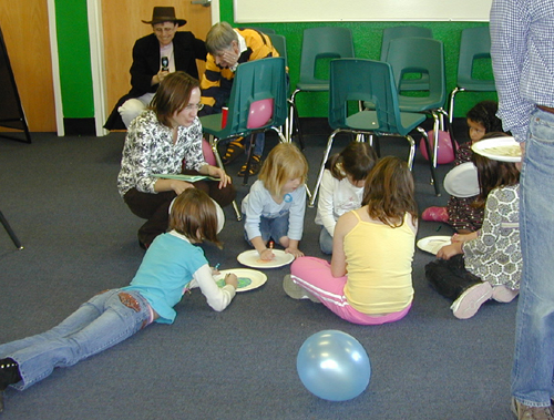 Children drawing on paper plates
