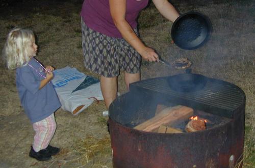 Cyndi & Miriam cooking on a (semi) open fire