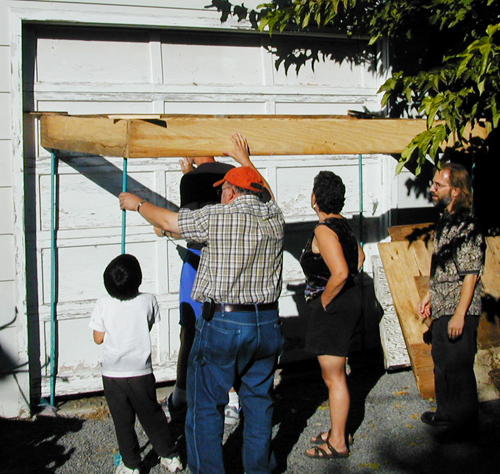 Putting the Sukkah up