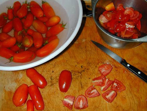 Quartering tomatoes