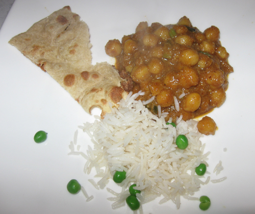 Chickpeas, rice, and bread